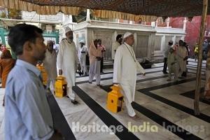 Ritual of Roshani at the Dargah