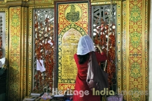 Threads & scriptures at the Dargah