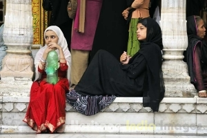Devotees at the Dargah of Hazrat Nizamuddin Auliya
