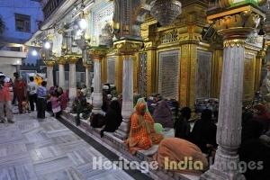 Women Performing Namaz at Hazrat Nizamuddin Dargah